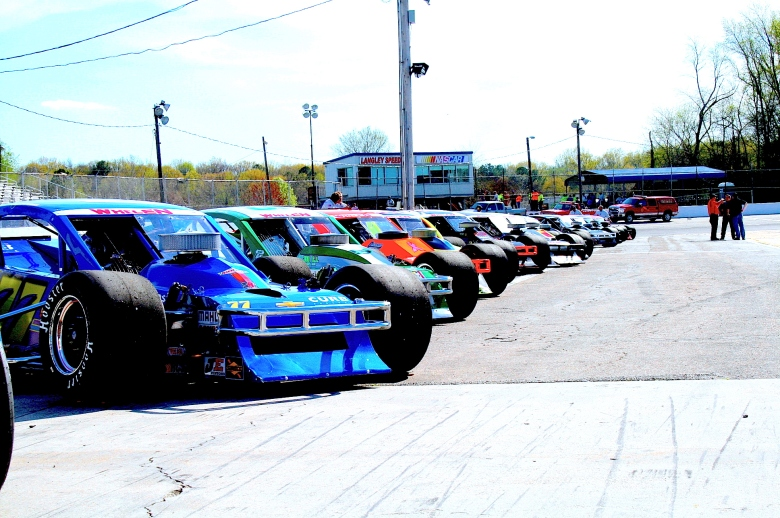 Get Ready To Rumble – Whelen Southern Mods Return To Langley Speedway   The Weekly Racer