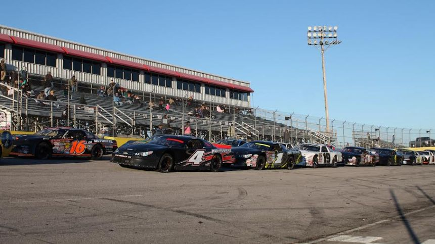 Field lined up prior to the start of last year's Halloween Spooktacular. (Photo credit: Andy Marquis/RACE22.com)