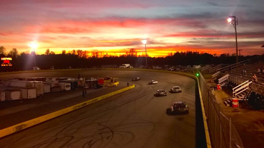 Sun setting over SNMP as the Chargers open up the 15th Thanksgiving All-Star Classic. Photo: Andy Marquis/SNMP)