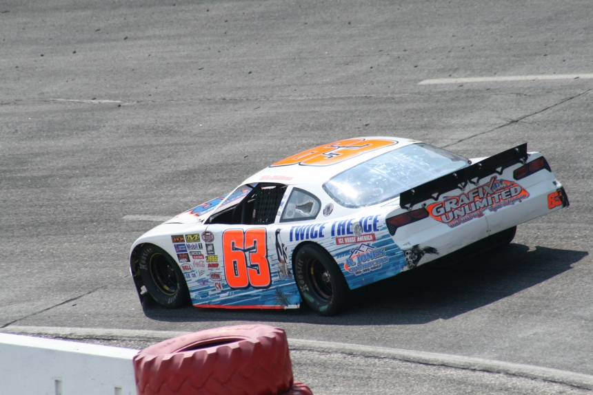 Tyler Matthews working turn one at East Carolina Motor Speedway Sunday afternoon during practice. (Justin Kern/TheWeeklyRacer.com)