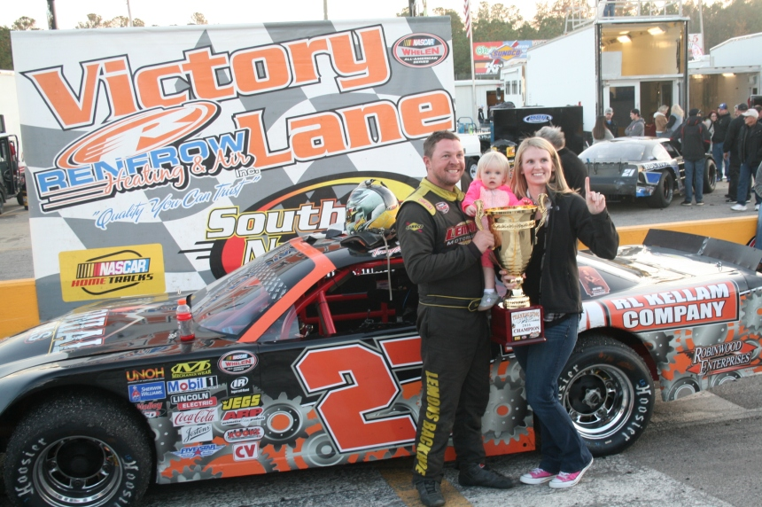 Tommy Lemons, Jr. celebrates in victory lane with wife and daughter after winning 2016 Thanksgiving Classic.