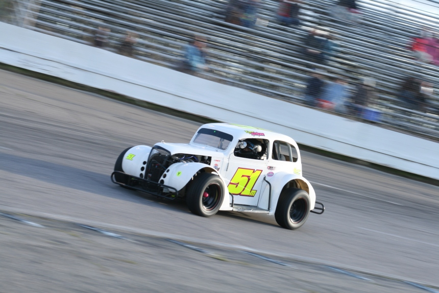 Ryan Mathews sails into turn one during a round of practice at Southside Speedway. (Justin Kern/TheWeeklyRacer.com)